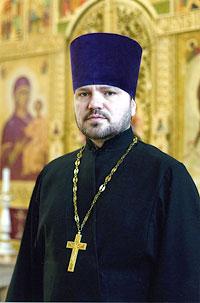 настоятель протоиерей Виктор Праздничный