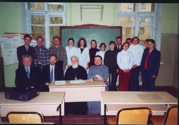 Май 2004. Третье заседание нашего кружка. У нас в гостях - проф. к.т.н., бывший ректор Волгоградс